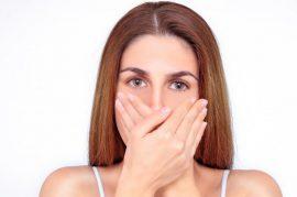 «He descubierto que tengo mal aliento por usar mascarilla», ¿qué produce la halitosis y cómo combatirla?
